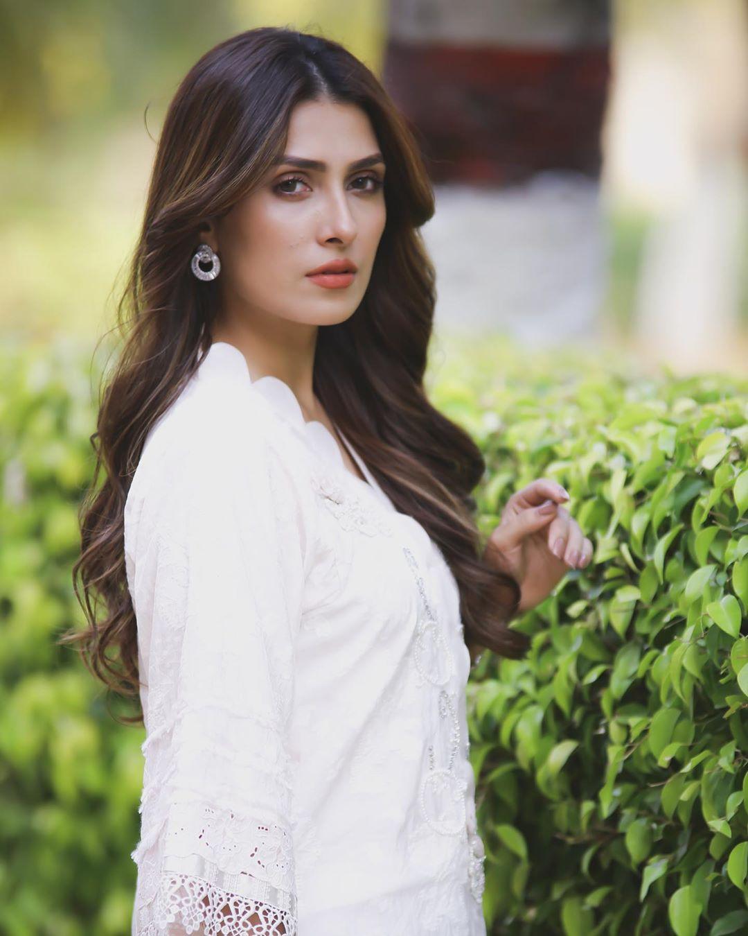 Ayeza Khan 12