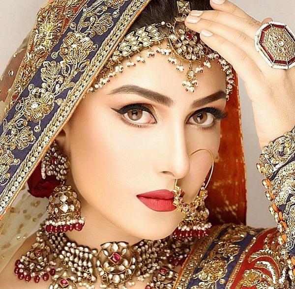 Ayeza Khan's Best Makeup Looks - Top 5