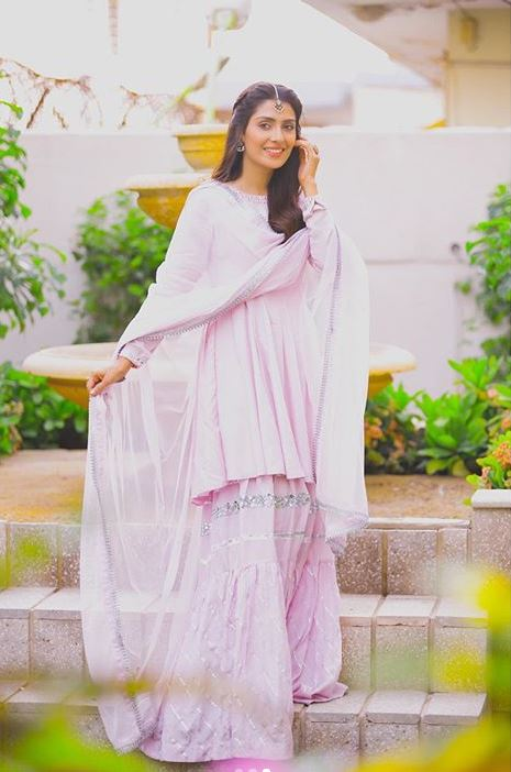 Ayeza Khan 3