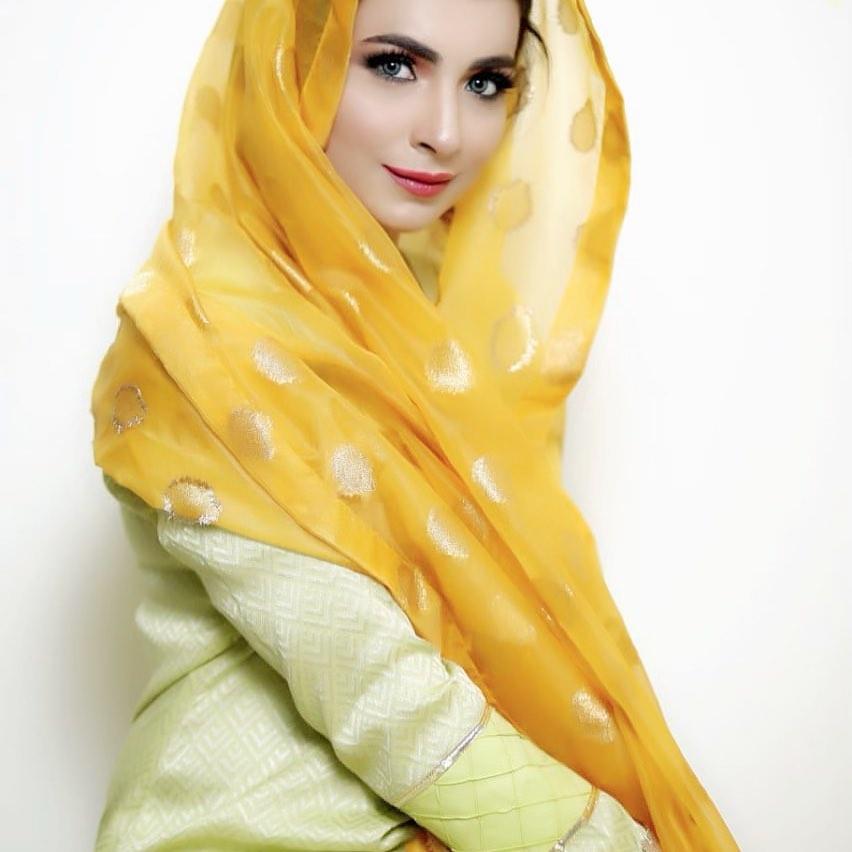 Latest Beautiful Clicks of Actress Dua Malik | Reviewit pk
