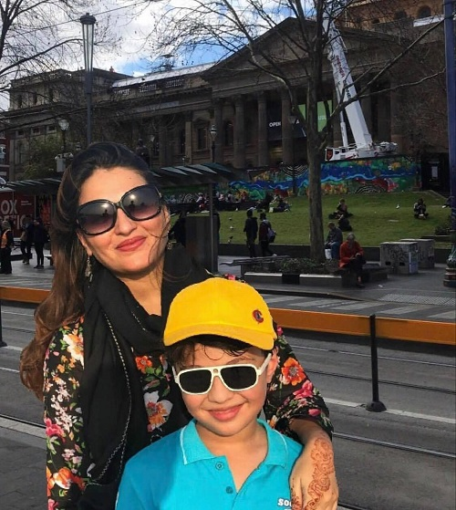 Pakistani Celebrity Mothers With Their Children