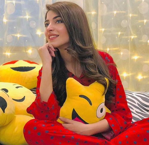 Kinza Hashmi2