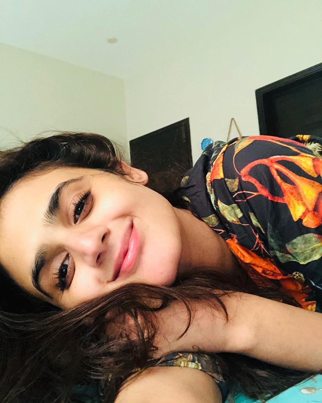 Latest Clicks of Actress Hira Mani 10