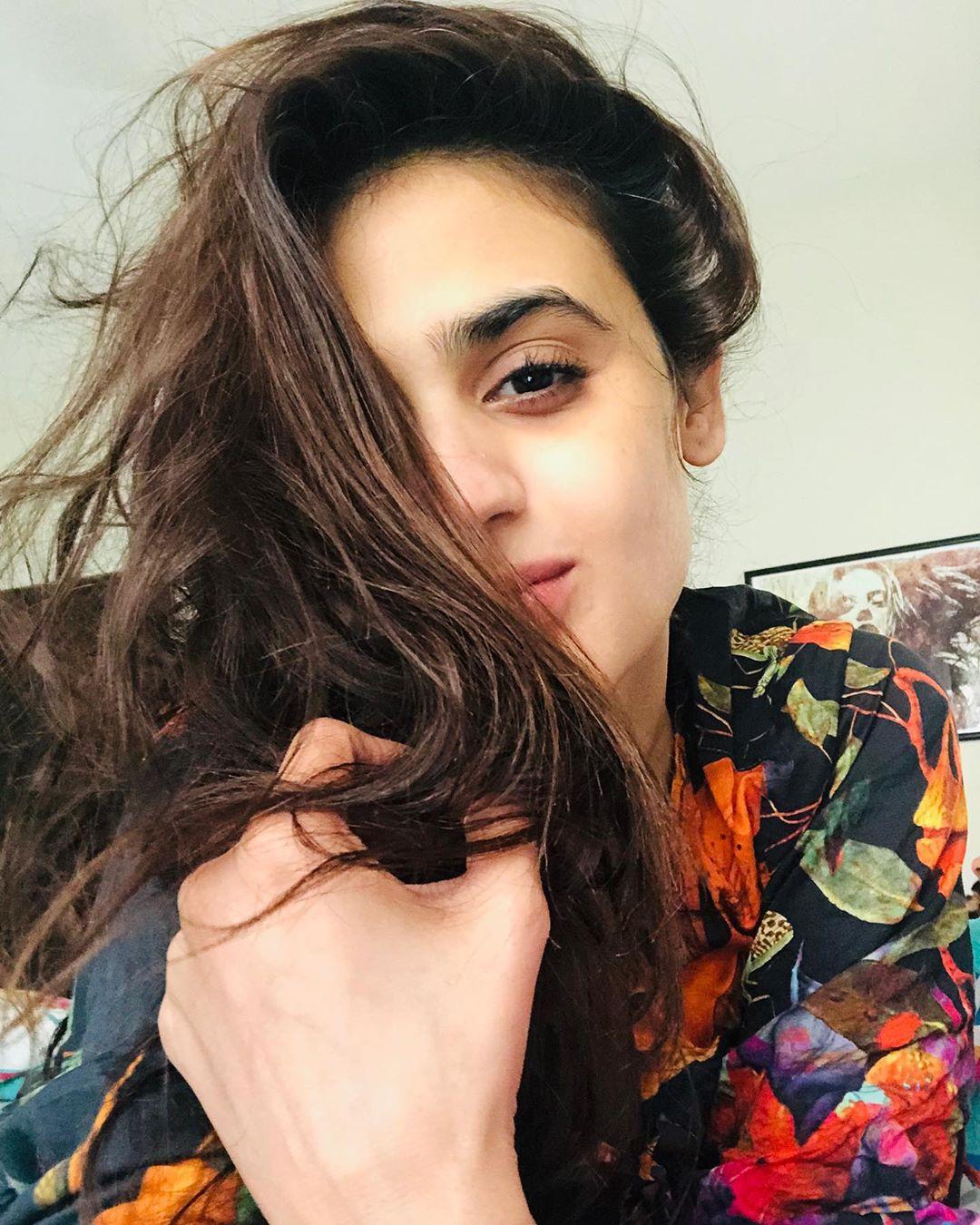 Latest Clicks of Actress Hira Mani 15