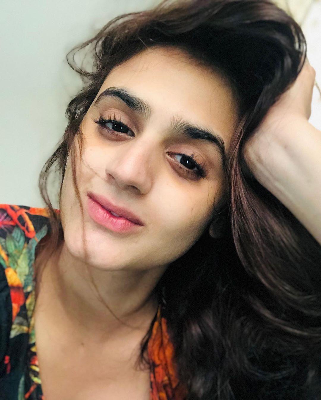 Latest Clicks of Actress Hira Mani 8