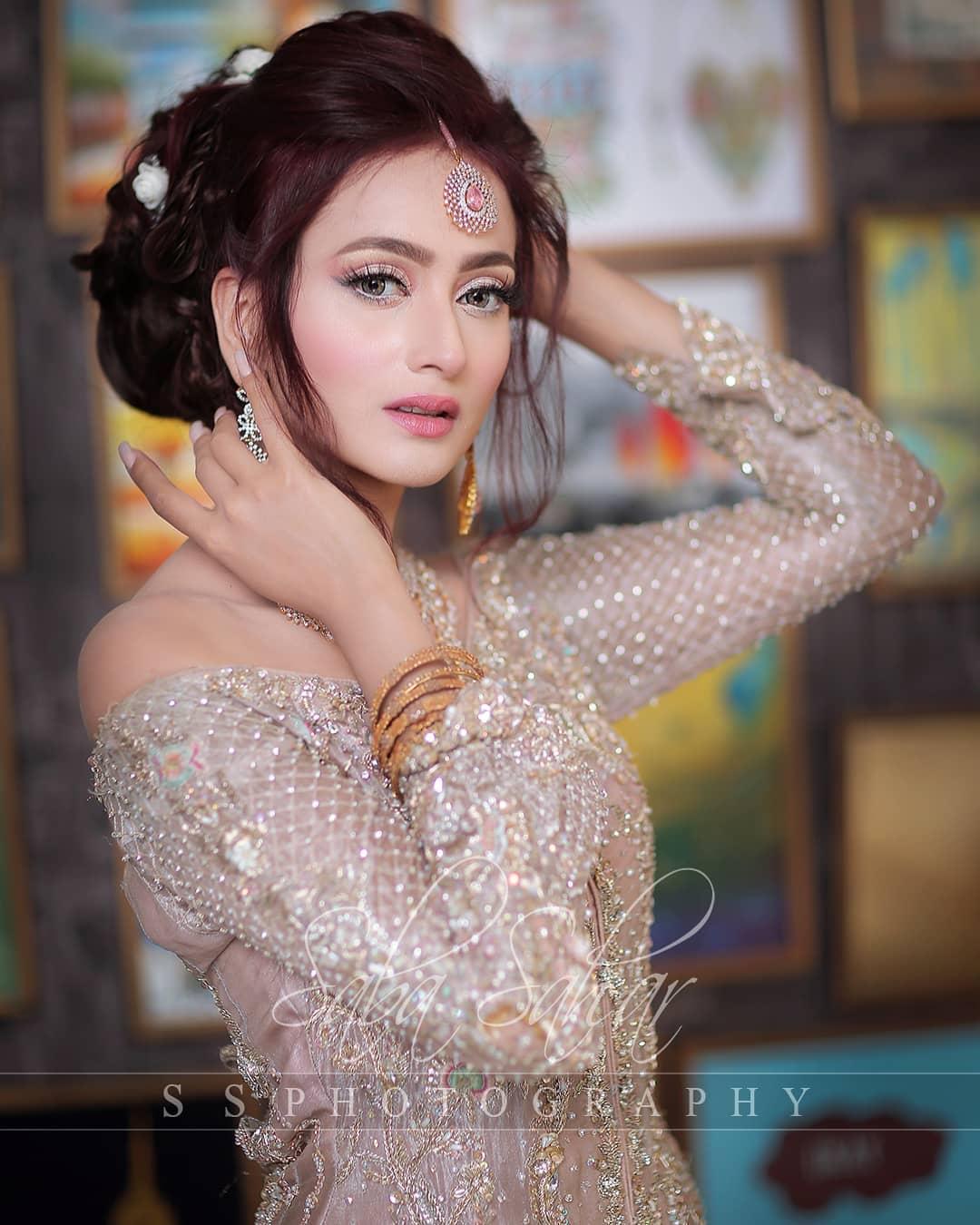 Zarnish Khan 4