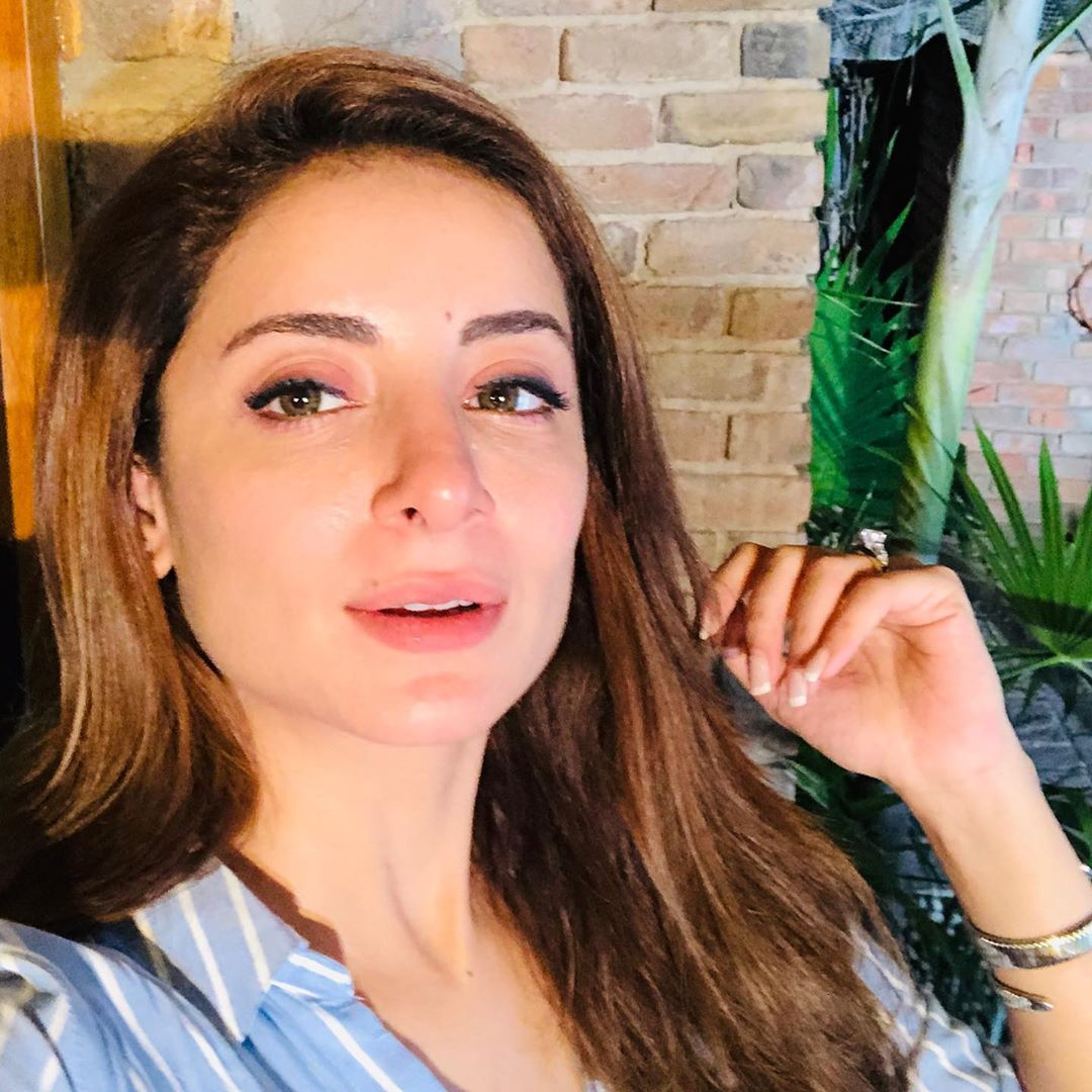 Sarwat Gillani Enjoying Holidays with her Sister and Mother in London