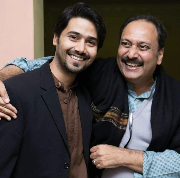 Ali Abbas Walking On The Ramp With His Dad | Reviewit.pk