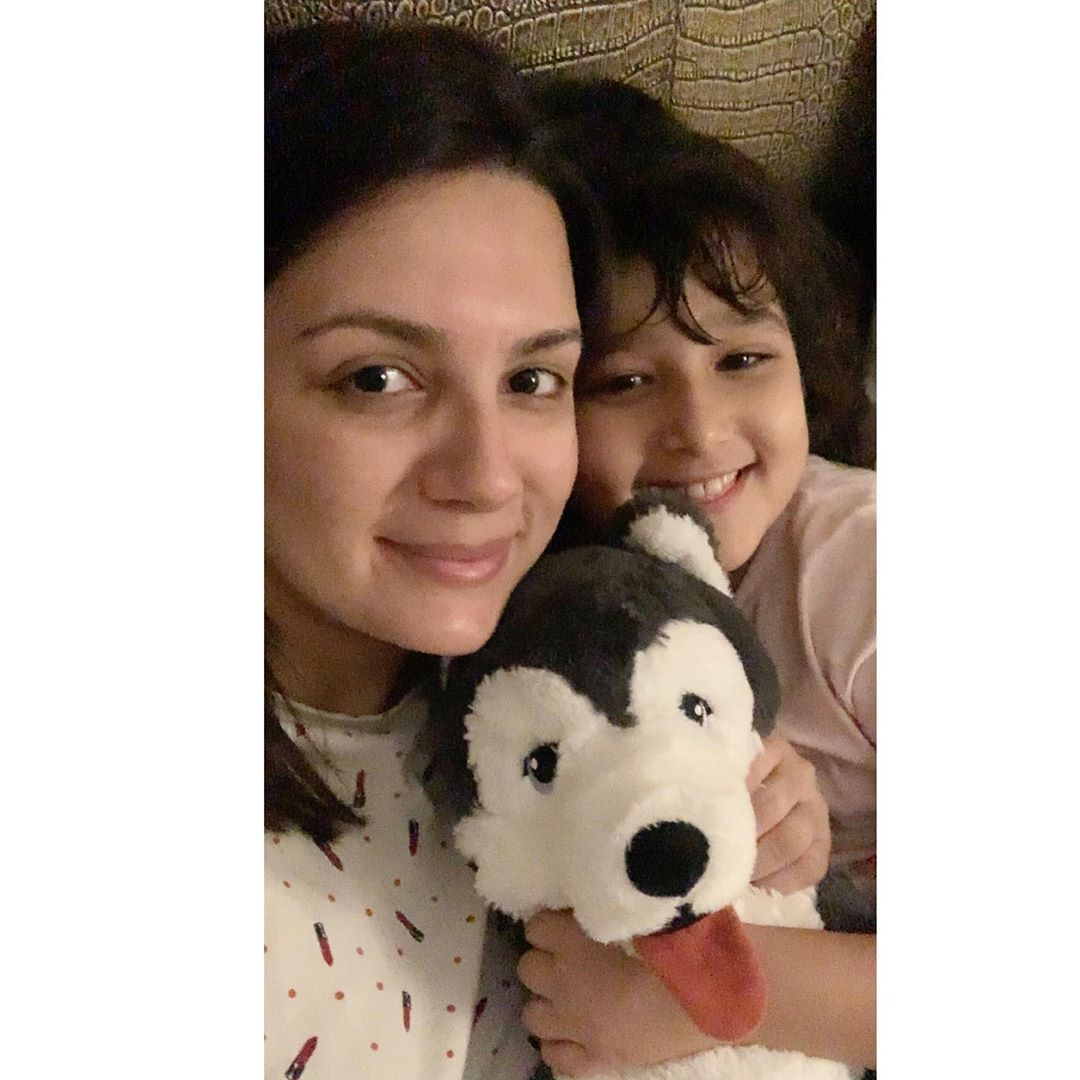 Beautiful Clicks of Faisal Qureshi With Wife & Daughter from Dubai
