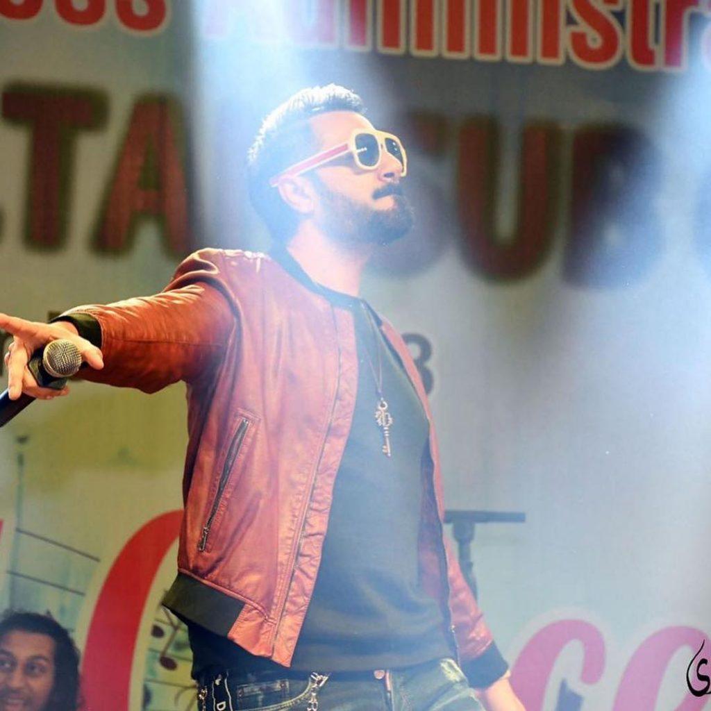 Singer Mustafa Zahid Wants People To Stop Smoking