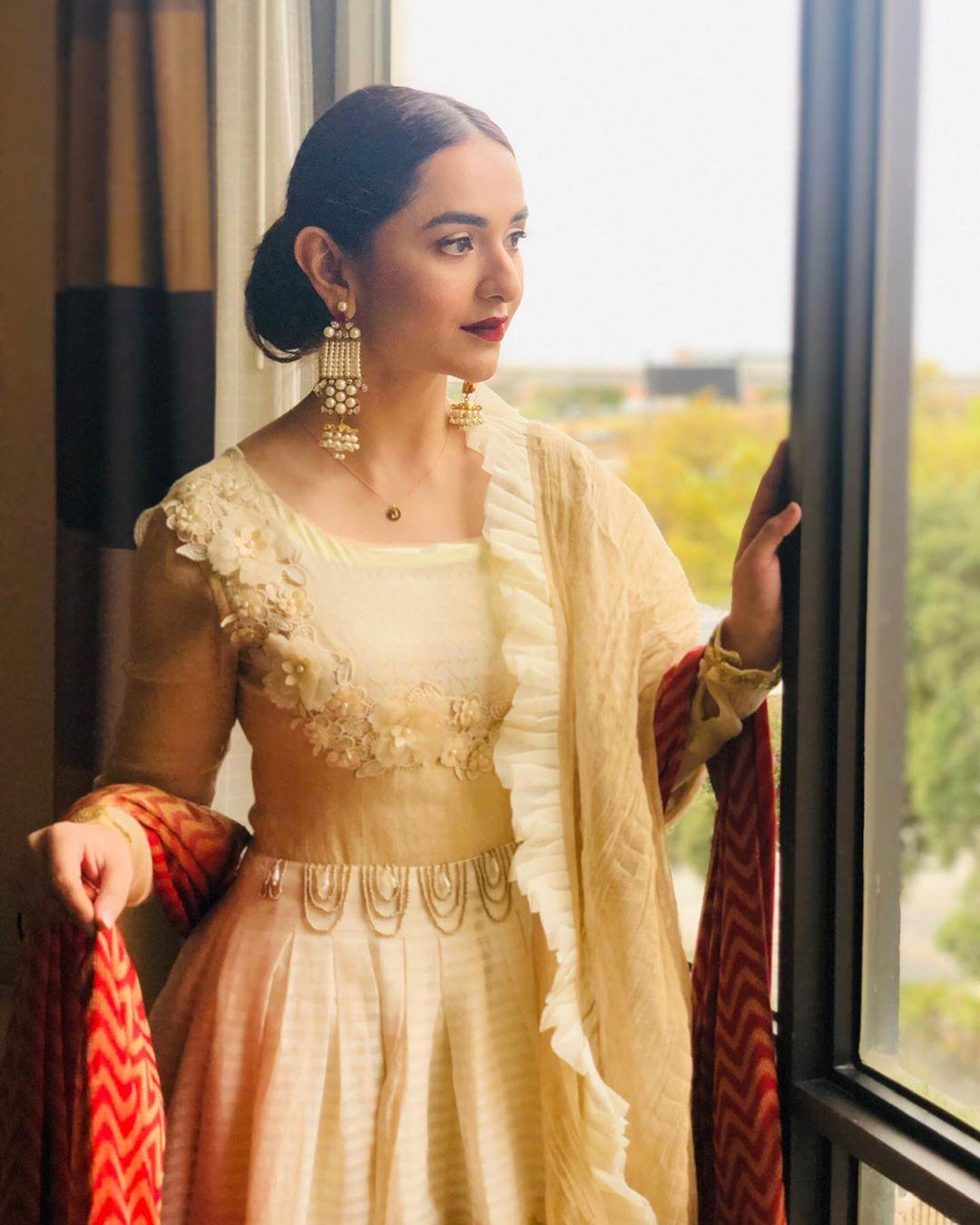 Yumna Zaidi 12