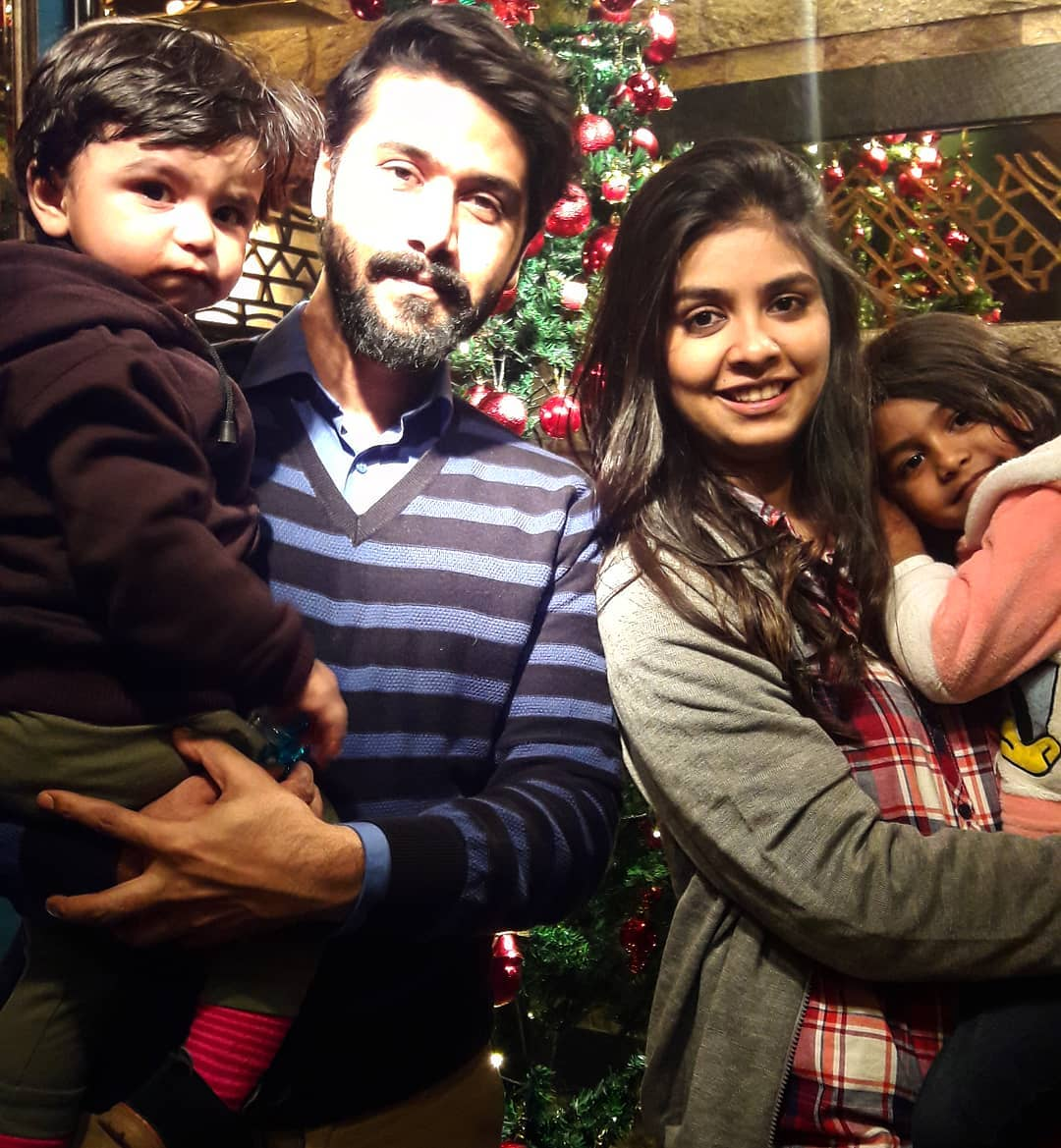Beautiful Pictures of Actor Ali Abbas with his Wife and Kids