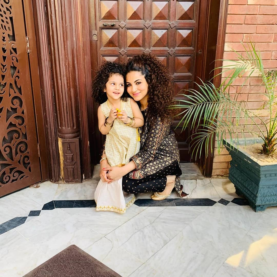 Latest Clicks of Singer Annie Khalid with her Cute Daughter Isha