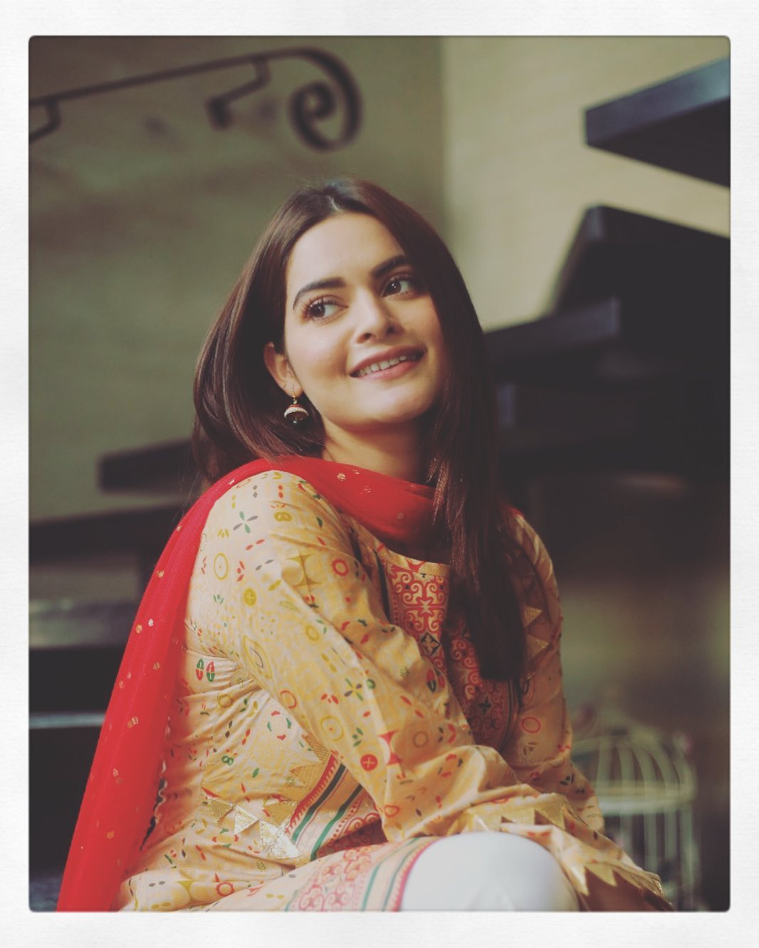 Gorgeous Minal Khan on the Sets of her Upcoming Drama