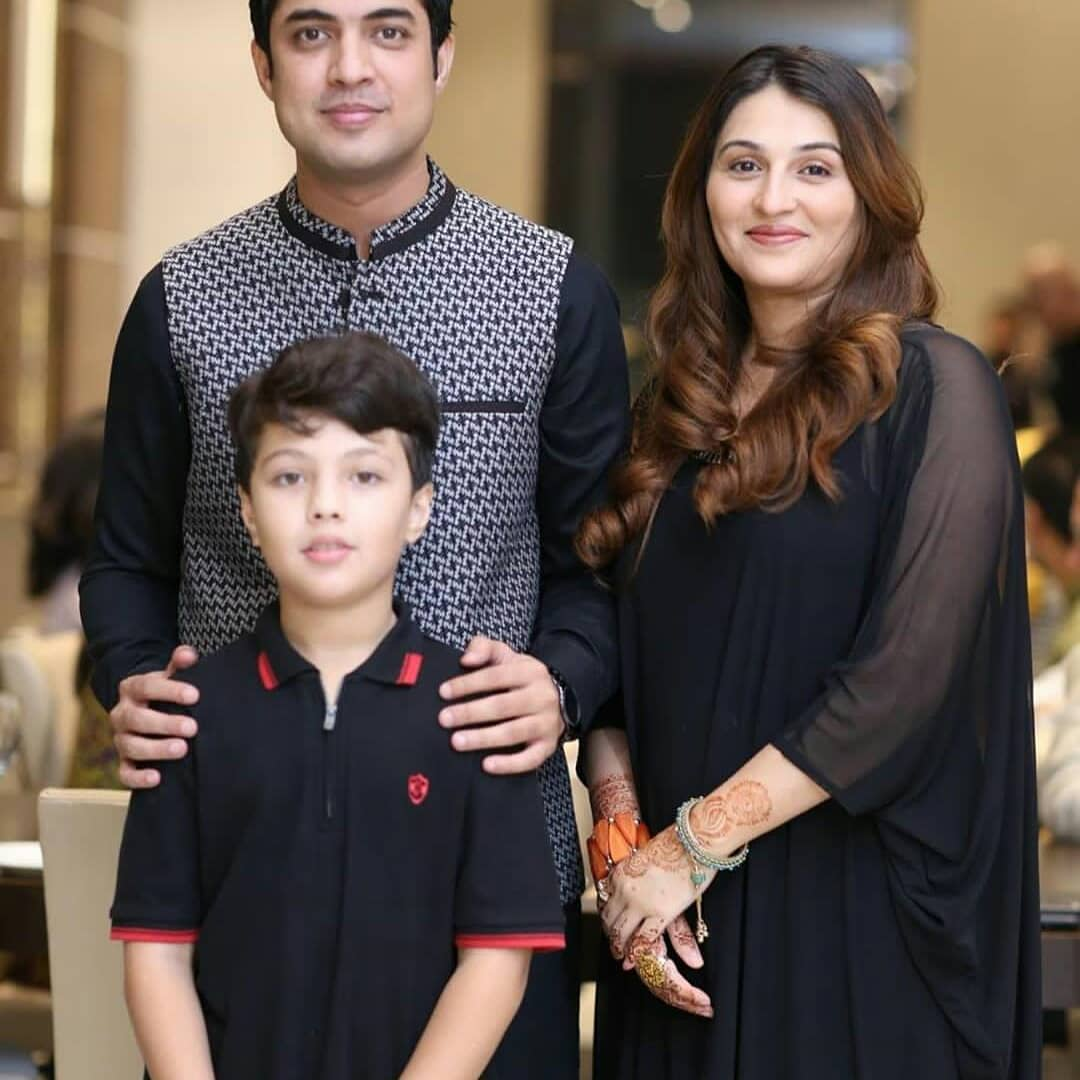 Model Nadia Hussain with her Kids having Dinner at Iqrar ul Hassan Restaurant in Karachi