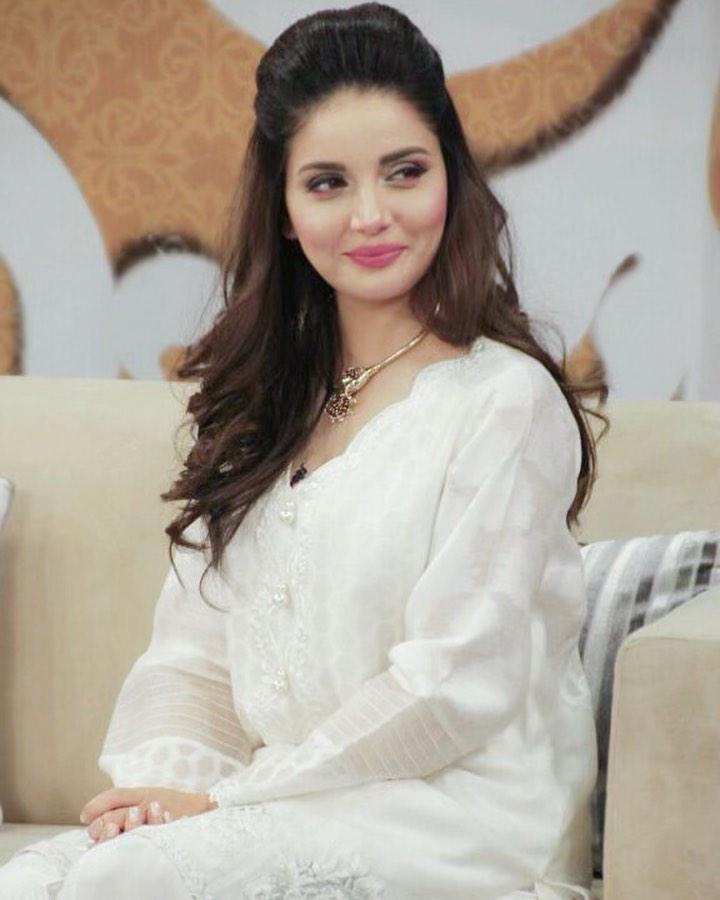 Armeena Khan Raises Her Voice Against Domestic Abuse 1
