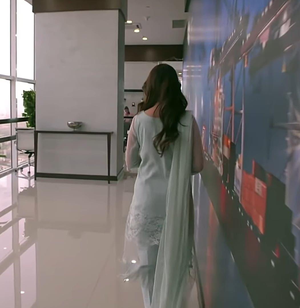 Top 10 Dresses of Ayeza Khan From Meray Pass Tum Ho