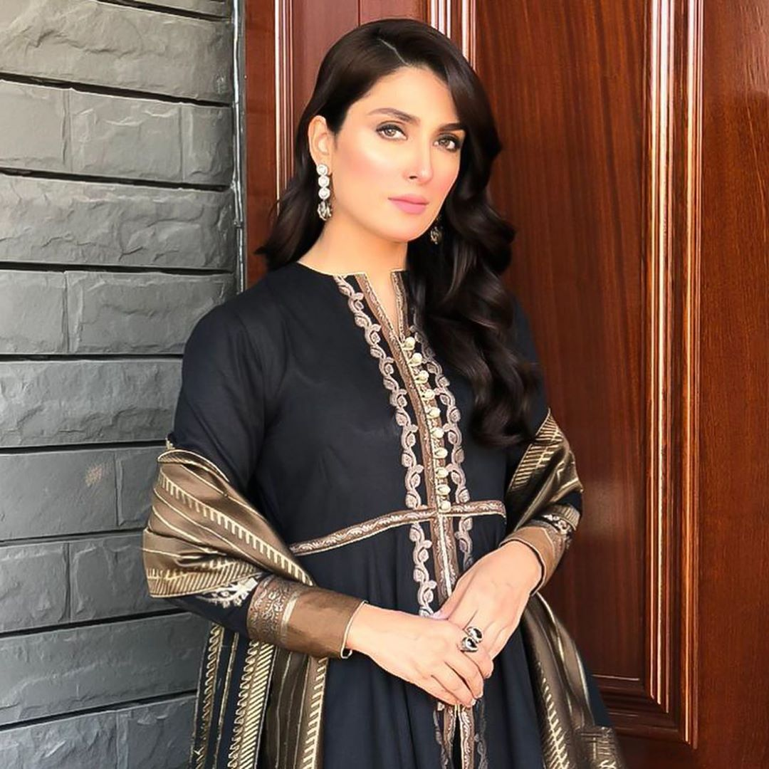 Ayeza Khan Looking Gorgeous in this Beautiful Black Outfit