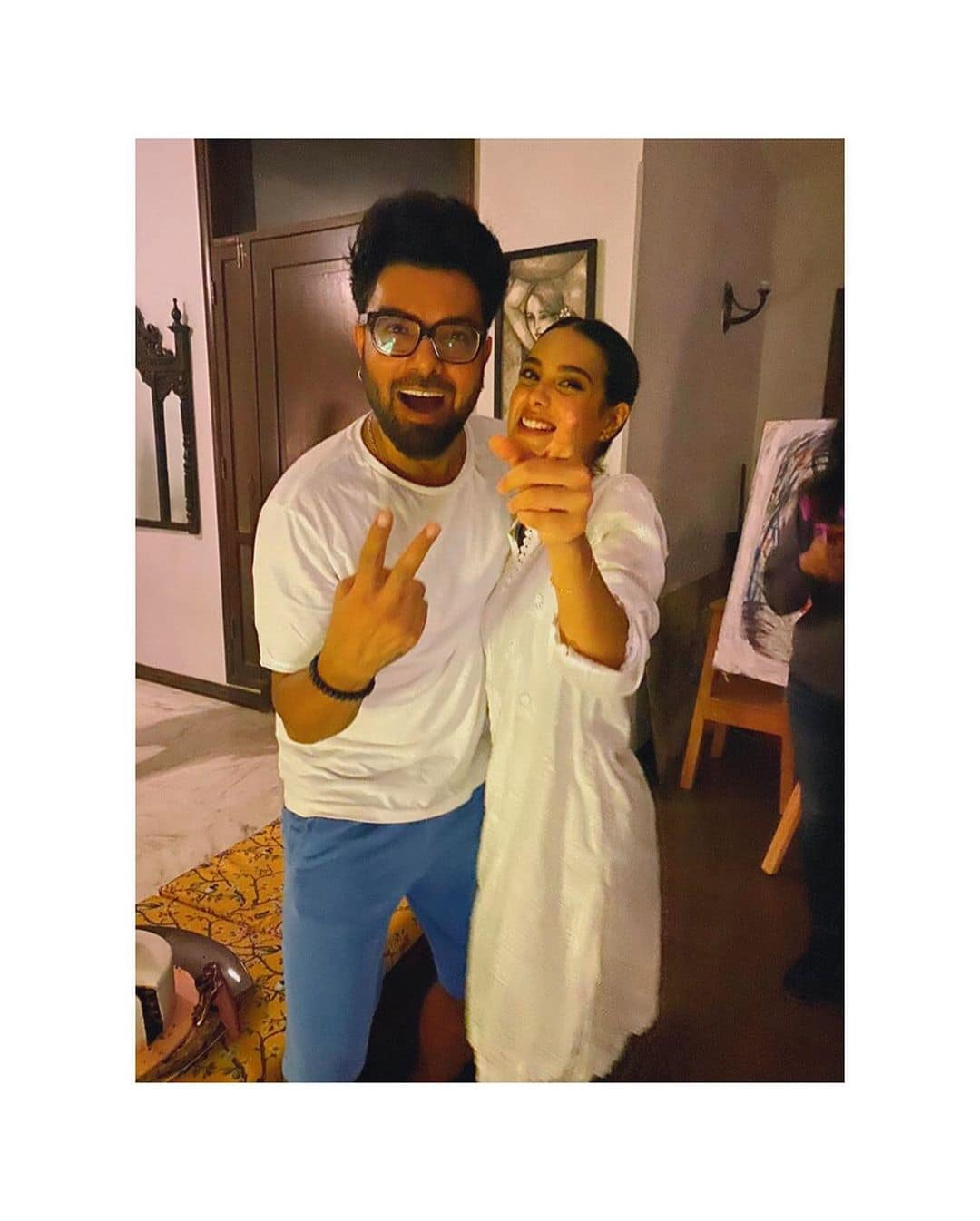Iqra Aziz Celebrated her 22nd Birthday with Yasir Hussain and Close Friends