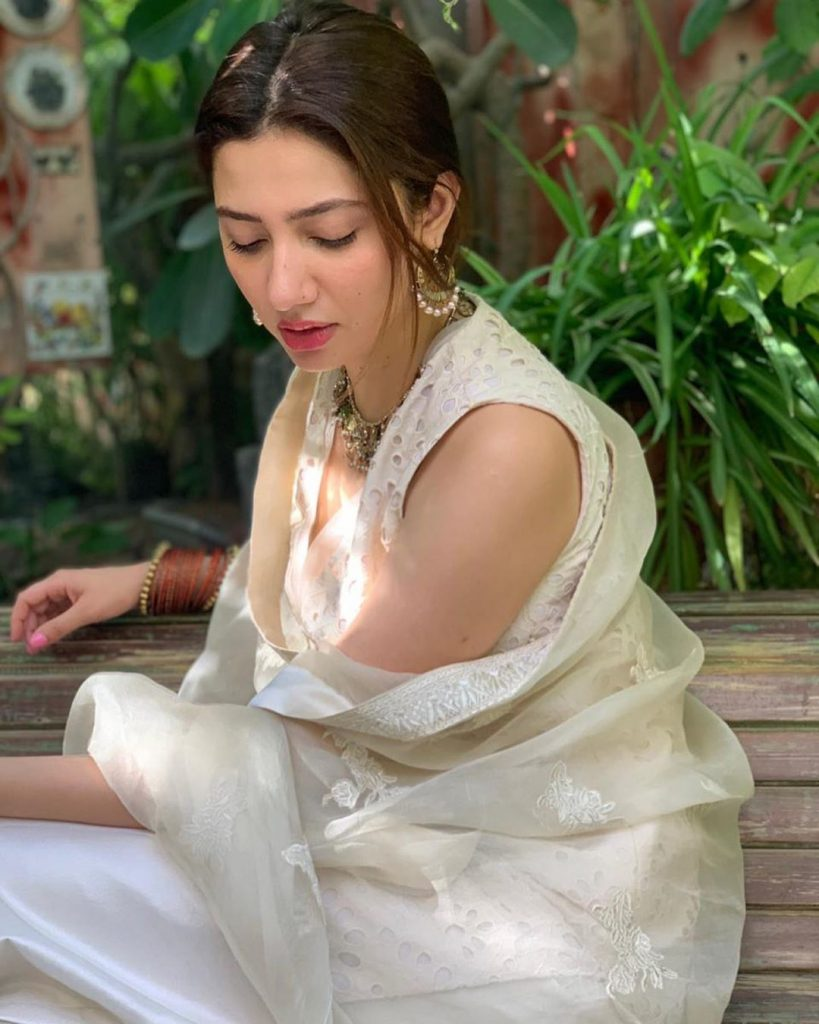 Mahira Khan Shares A Note For Depressed People 5
