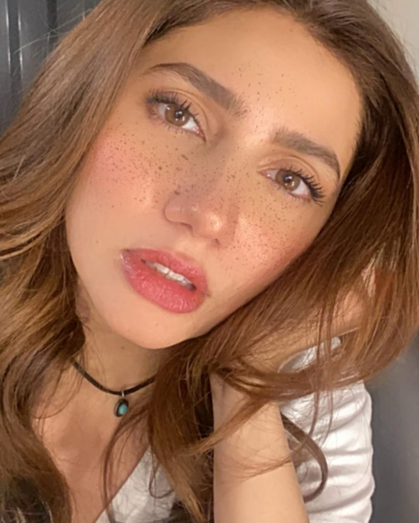 Mahira Khan's Selfie With Freckles Is Adorable