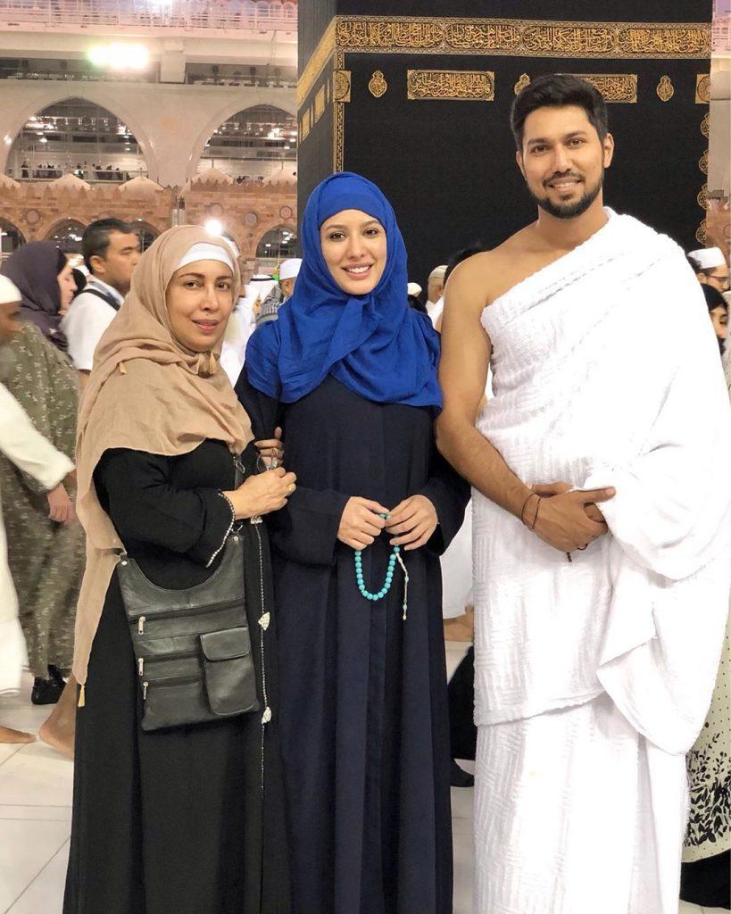 Mehwish Hayat performs Umrah with family