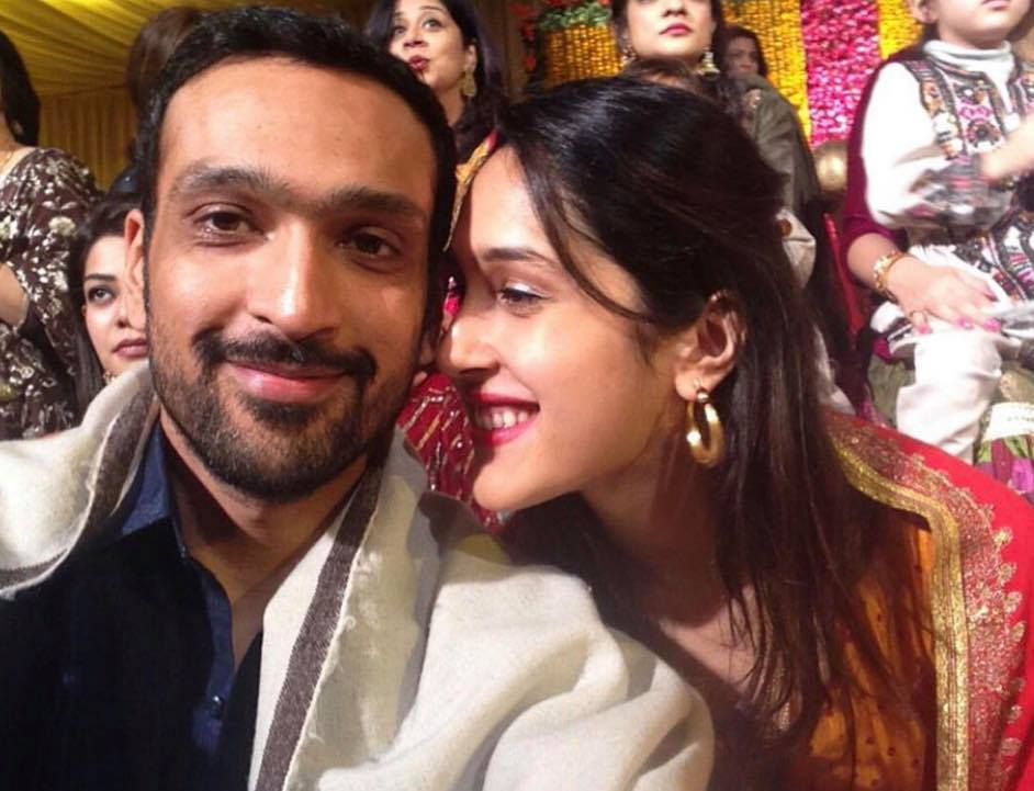Mira Sethi family 9