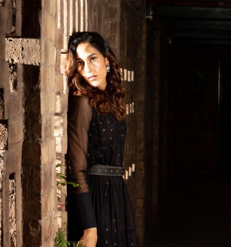 Mira Sethi family 3