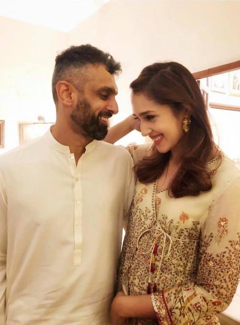 Mira Sethi family 92333