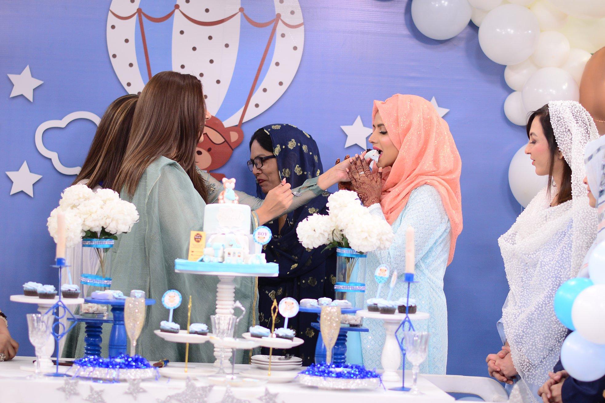 Mizna Waqas with Baby 10