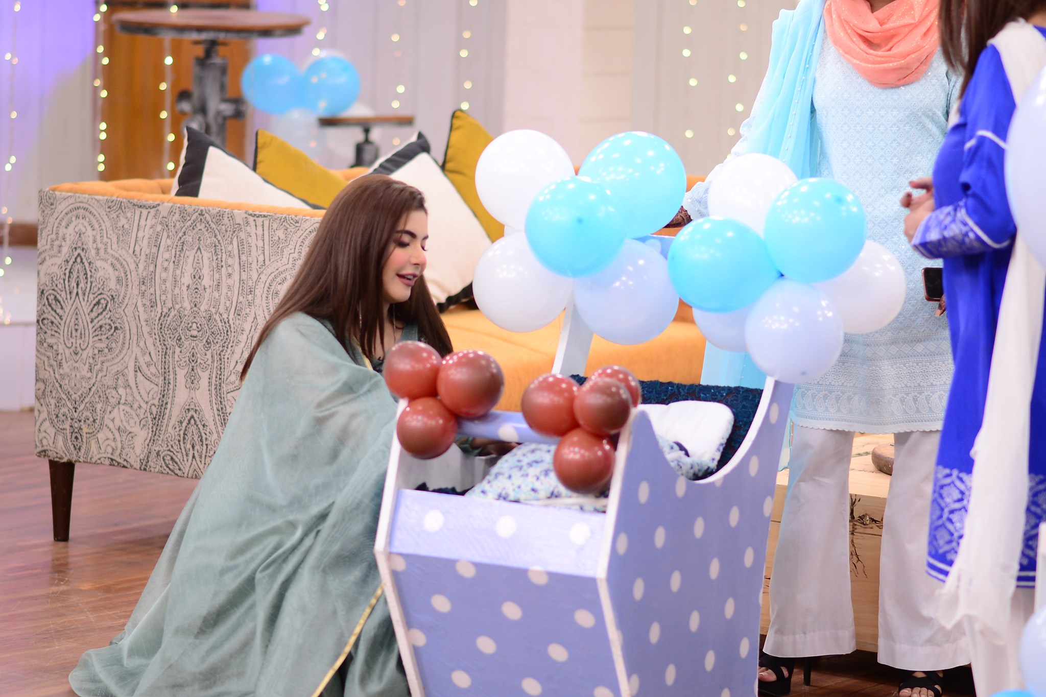 Mizna Waqas with Baby 34