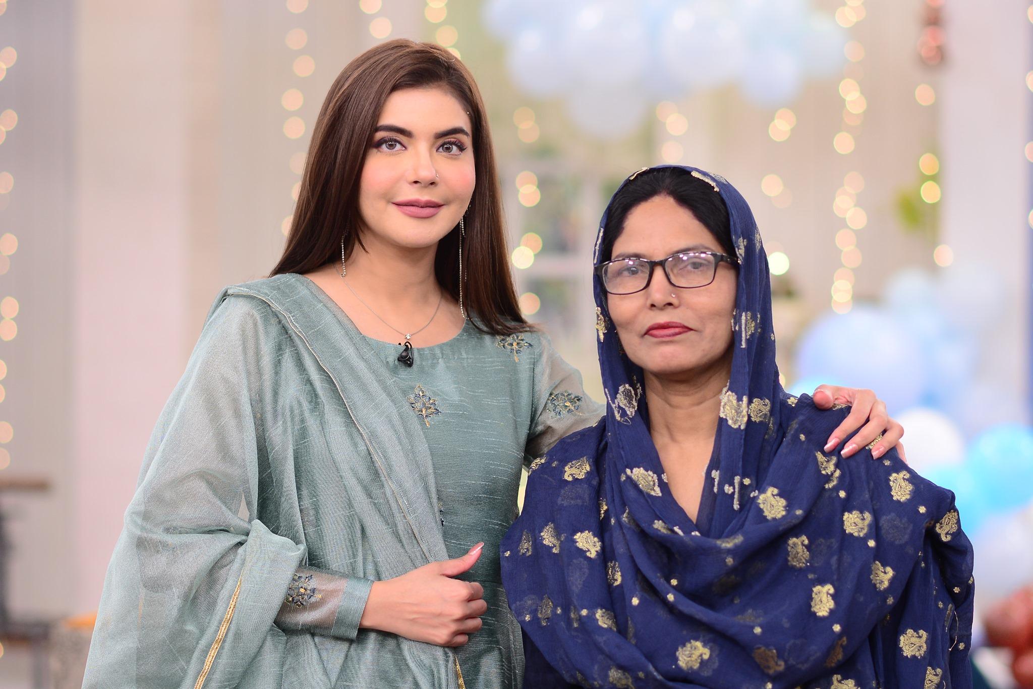 Mizna Waqas with Baby 4