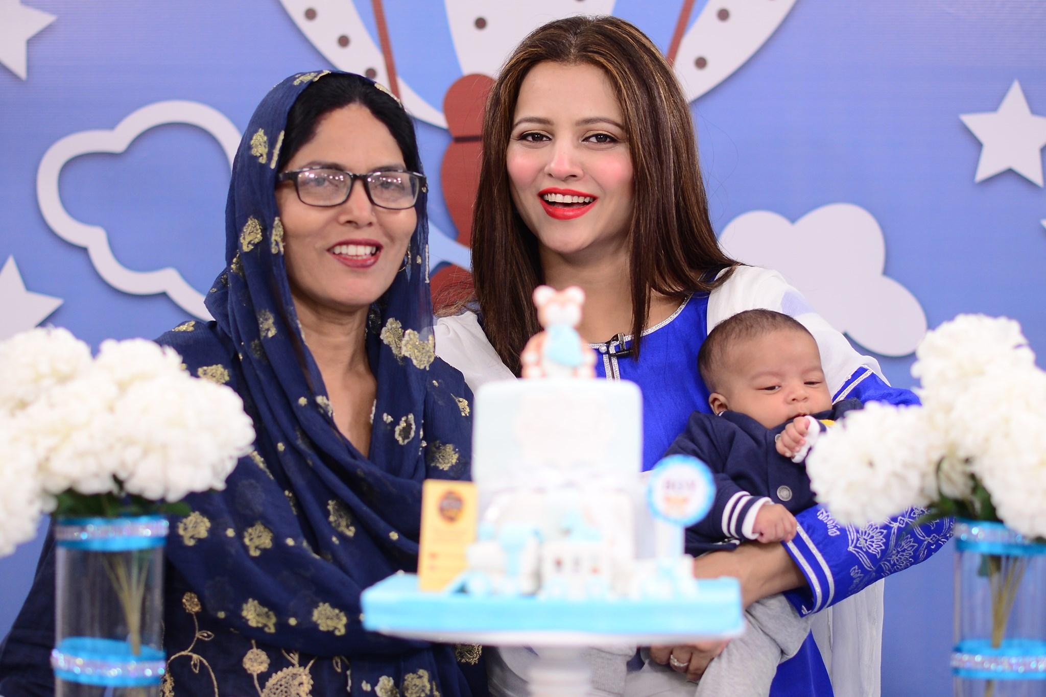 Mizna Waqas with Baby 6
