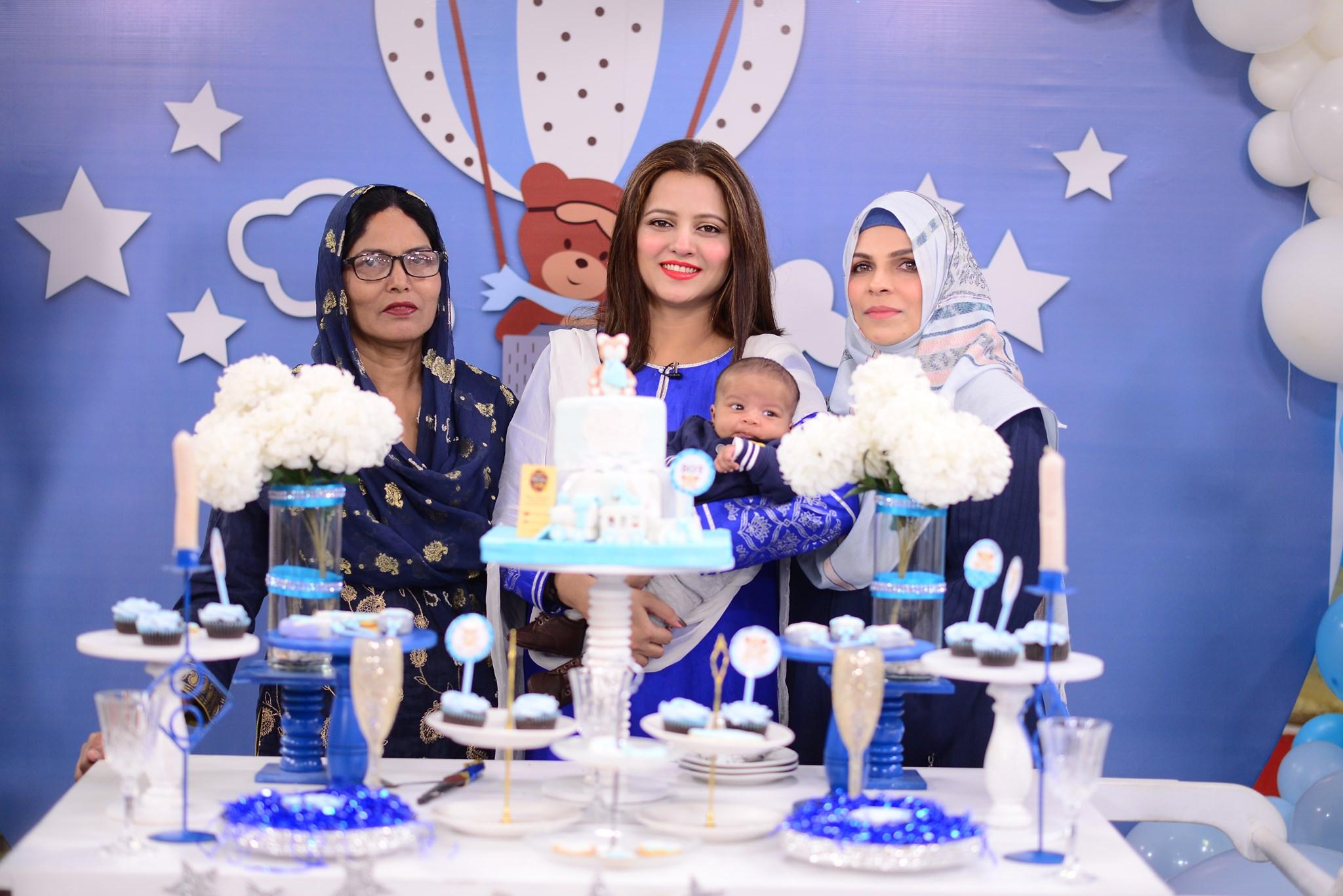 Mizna Waqas with Baby 7