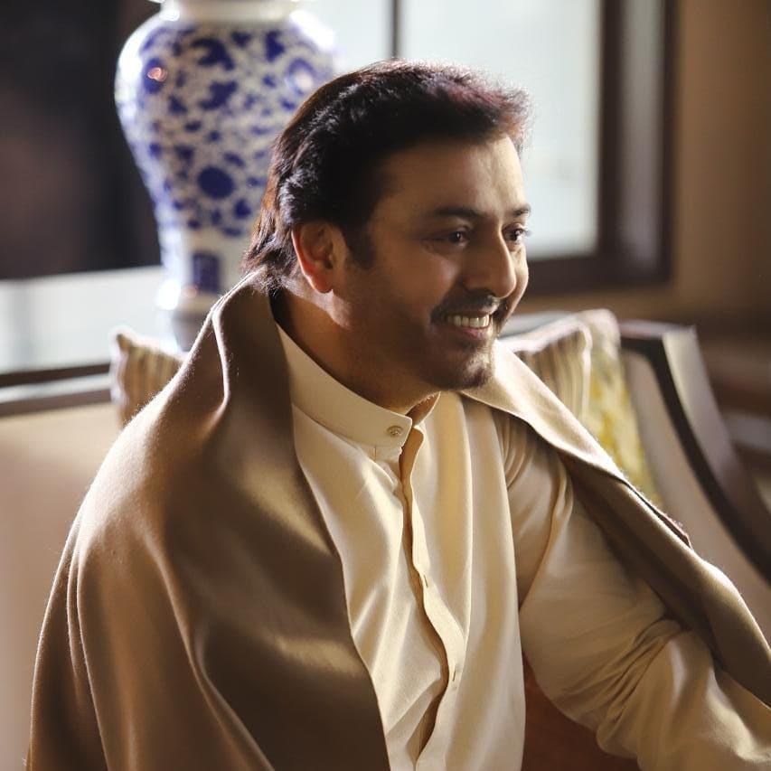 Nauman Ijaz Showers His Love For Director Kashif Nisar 5
