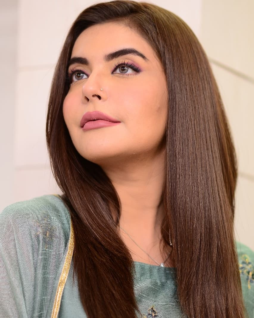 Some Beautiful Clicks of Nida Yasir From her Morning Show