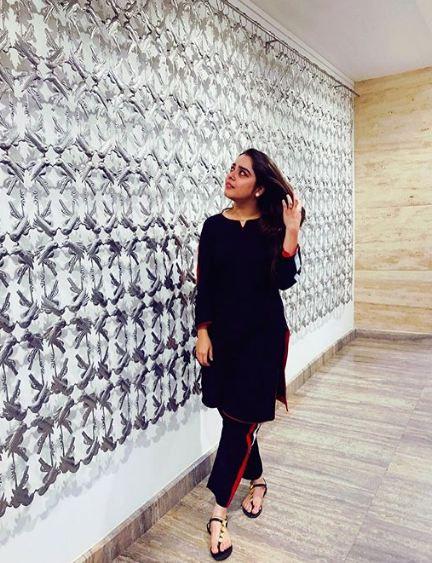 Sarah Razi Khan 5