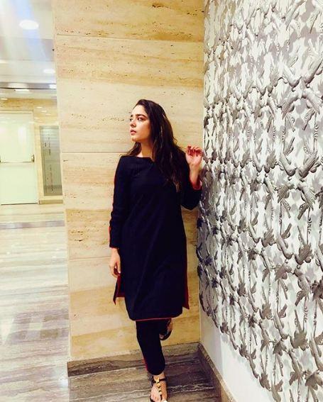 Sarah Razi Khan 6
