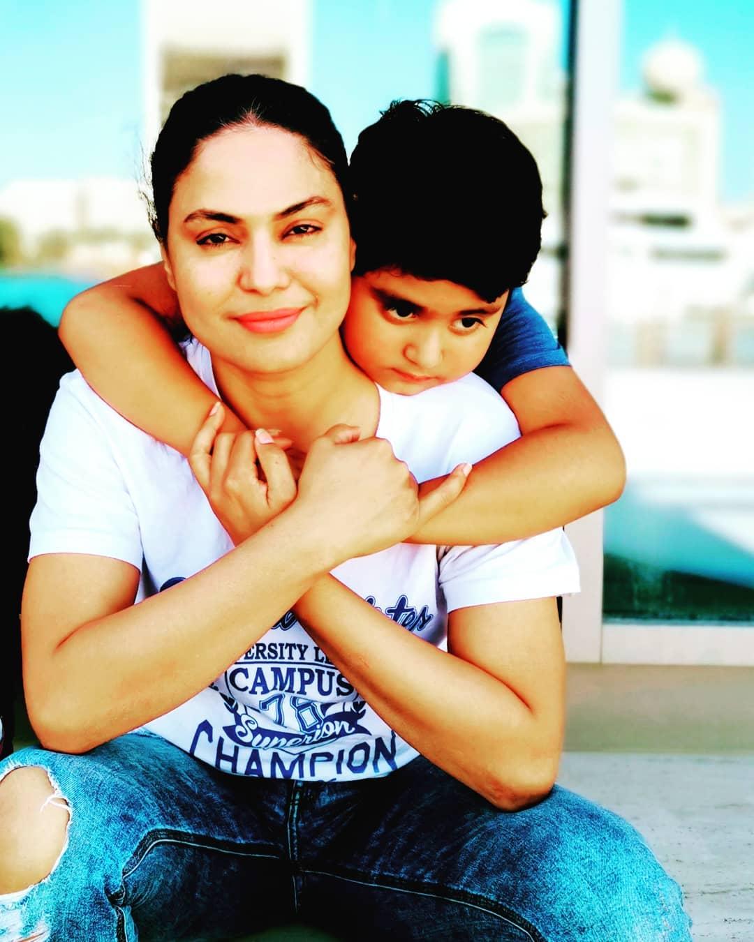 Veena Malik Kids 8