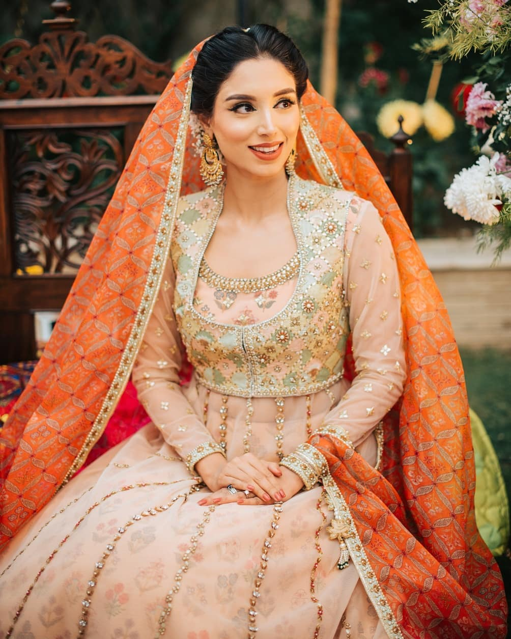 Sports Presenter Zainab Abbas Beautiful Mayun Pictures