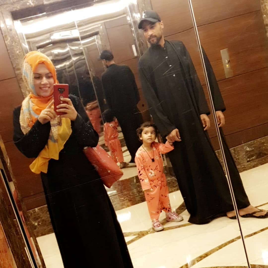 Muhammad Amir Umrah Pictures with his Wife and Daughter