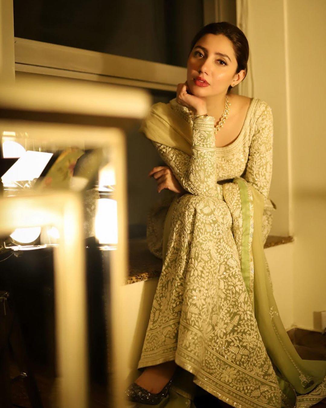 Latest Clicks of Beautiful and Gorgeous Mahira Khan