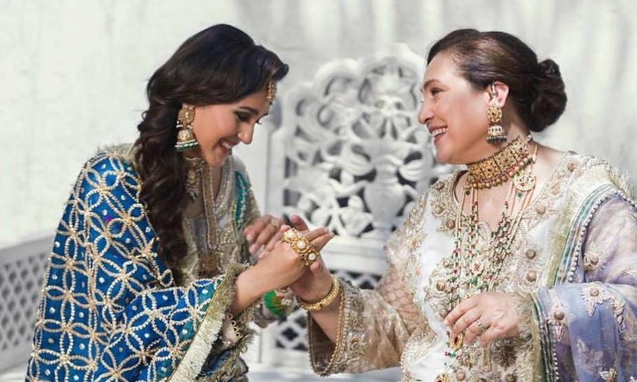 Mira Sethi family 6