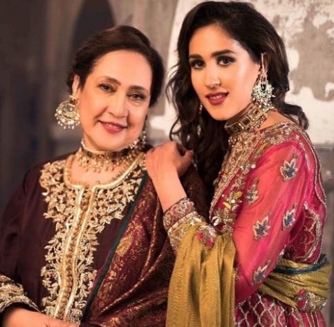 Mira Sethi family 7