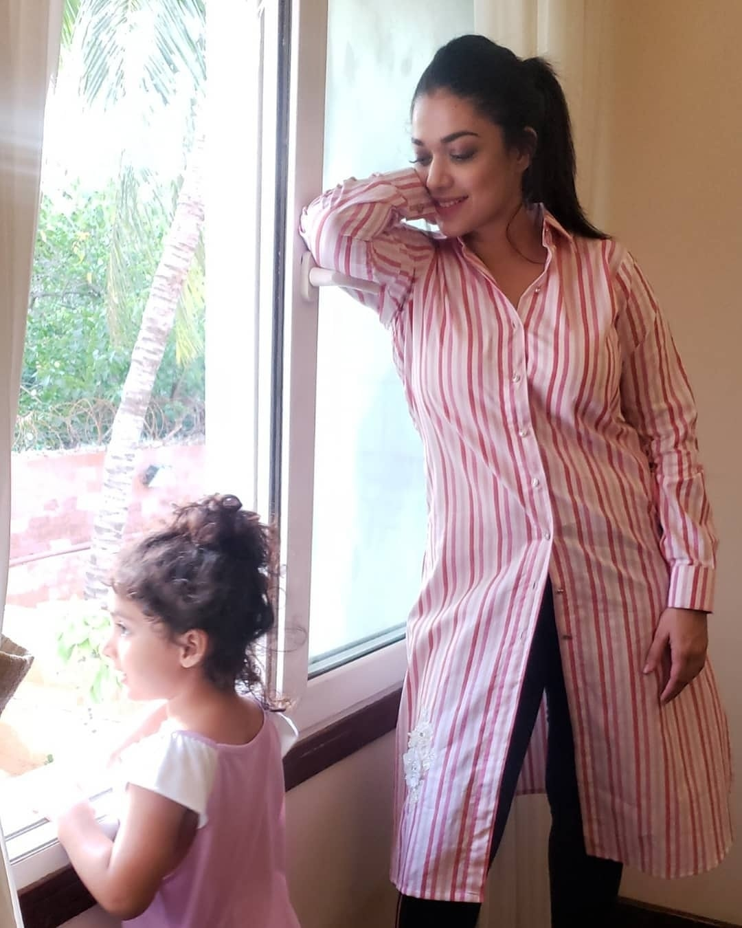 Cute Pictures of Sanam Jung with her Daughter