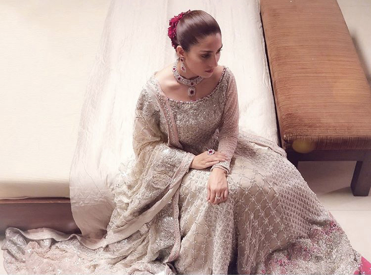 Did You Know The Price of Ayeza Khan Dress in MPTH?