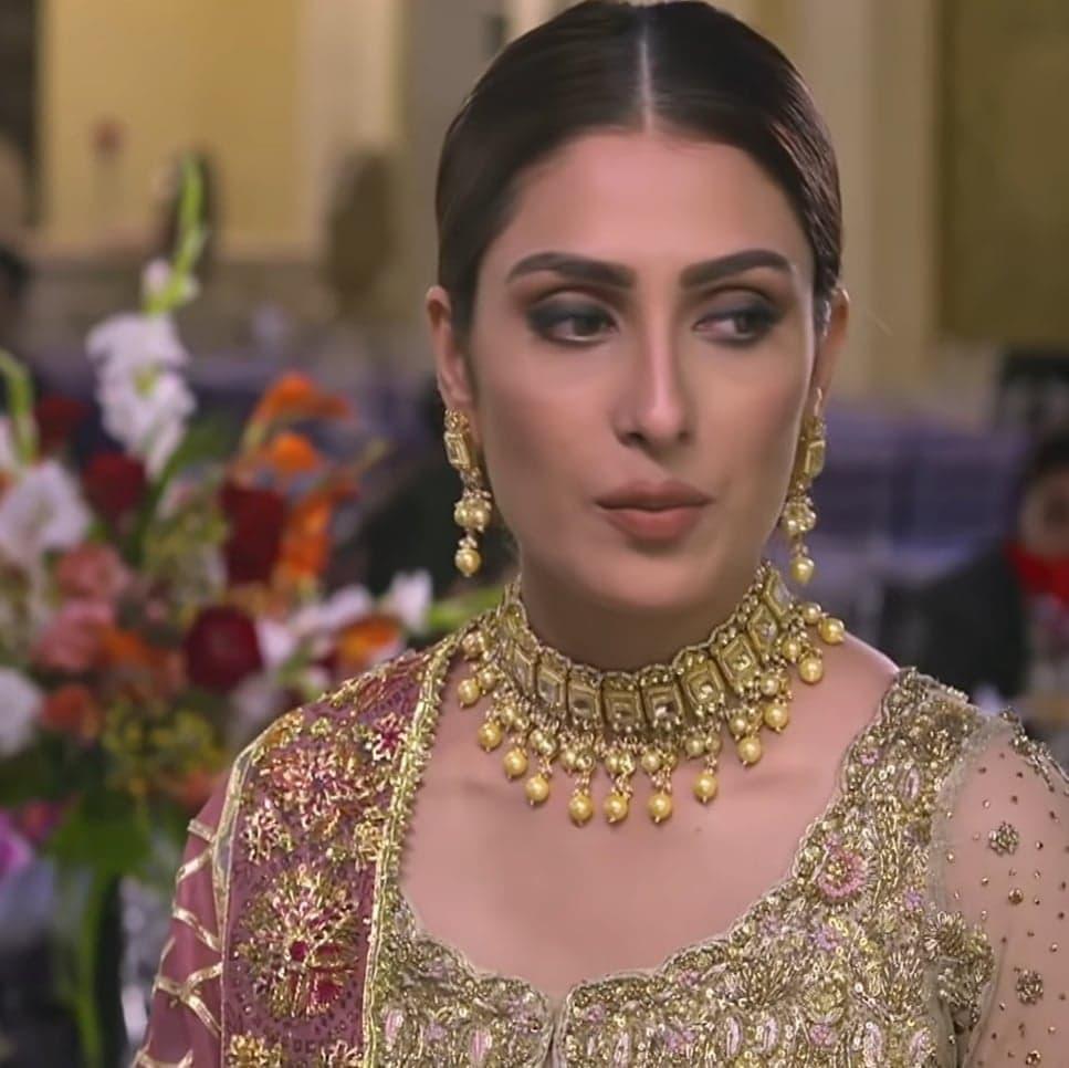 Top 5 Makeup Looks of Ayeza Khan in Mere Pass Tum Ho