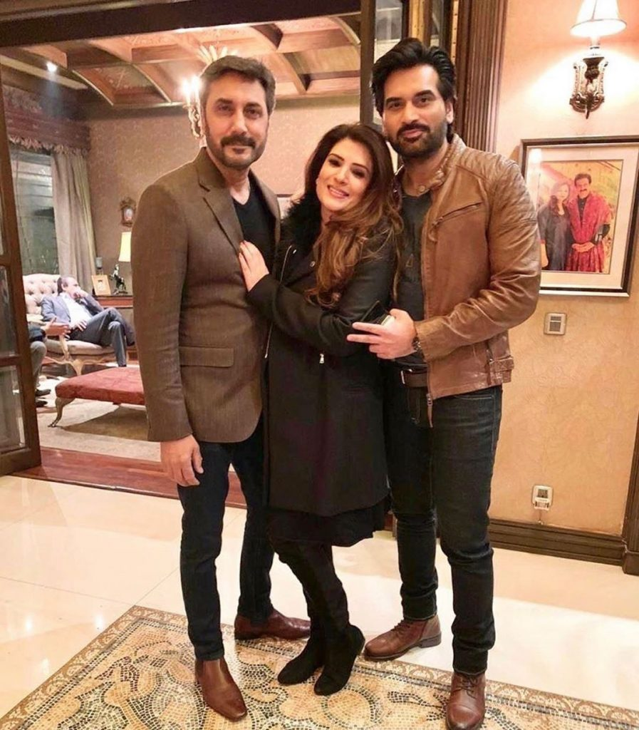 Humayun Saeed And Adnan Siddiqui Enjoying Karaoke Night With Resham 15