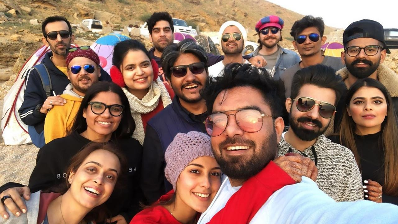 Iqra Aziz and Yasir Hussain Spending their Evening and Camping at Beach