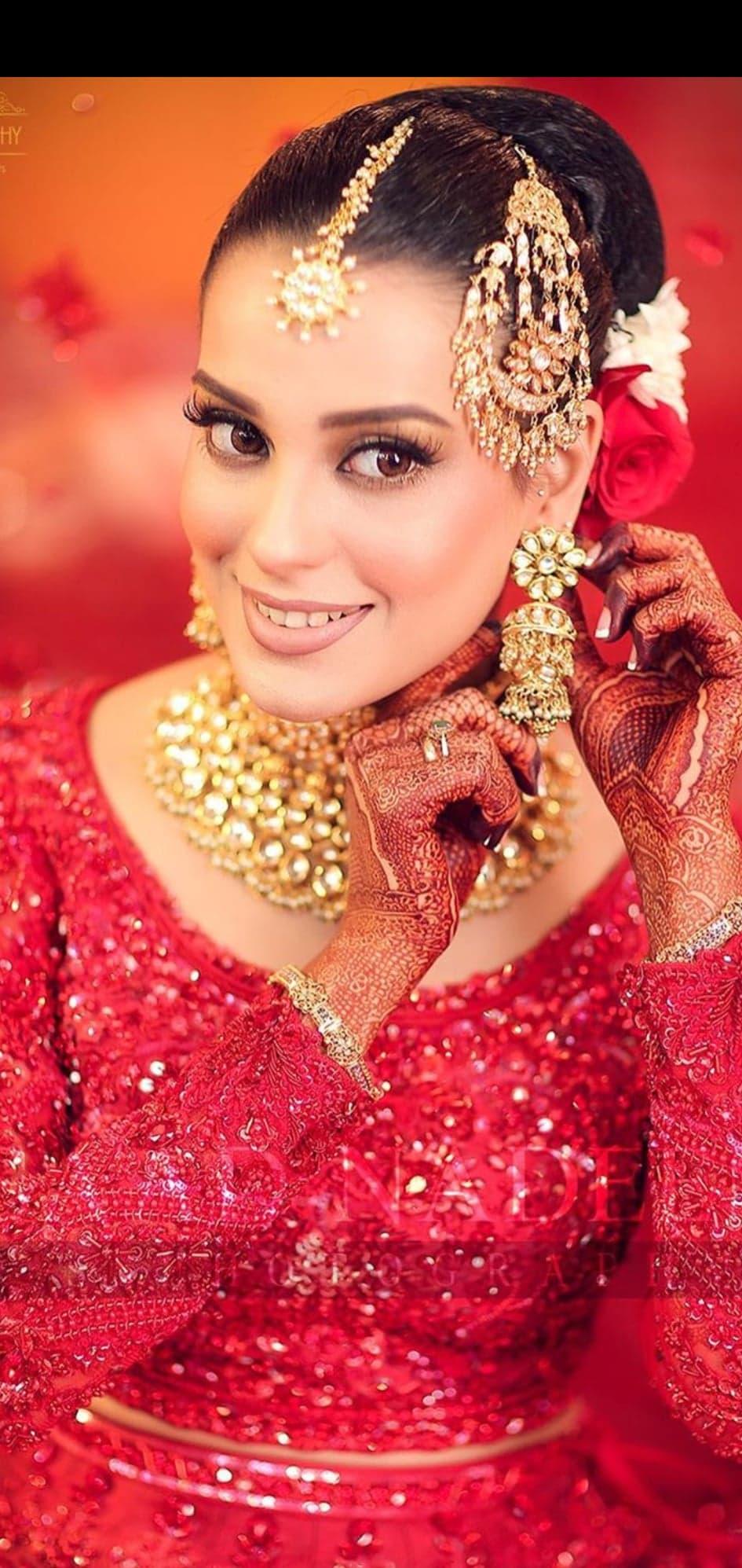 Iqra Aziz Beautiful Wedding Dress and Makeup Look